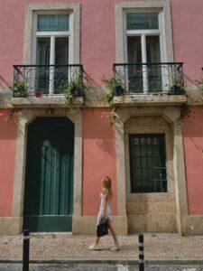 Ulička v Lisabone