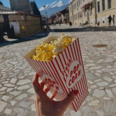 Výhľad na hory s popcornom v Bansku