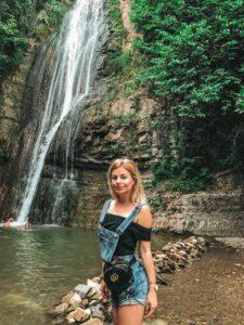 Tbilisi - vodopád v botanickej