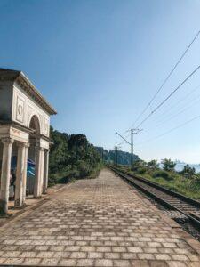 Železničná trať, a ktorej prejdu 3 vlaky denne